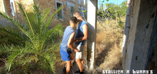 Blowing My Gay Boyfriend Outdoors and Getting Caught!