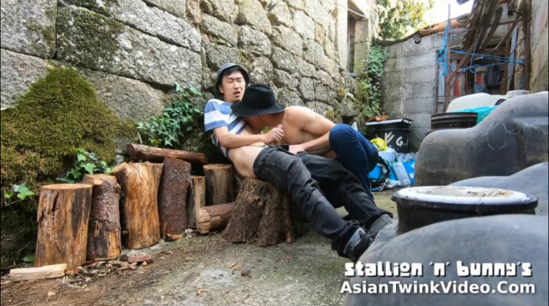 Asian Boy Sucked by his White Bf